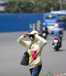 Nhiệt độ nắng nóng sẽ kéo dài đến tháng 5/2018 nên mọi người cẩn thận khi ra đường vào buổi trưa